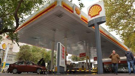 Shell subió un 2%, pero sus estaciones tardaron en aplicar el nuevo precio