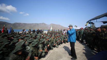 Nicolás Maduro. El presidente venezolano ayer en el Apostadero Naval de Turiamo.  AFP