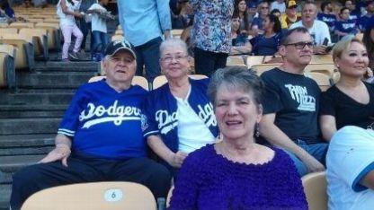 Goldbloom había asistido al juego con su esposo, Erwin, para celebrar su 59 aniversario de boda.