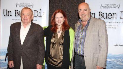 Enrique Torres junto a su cuñada, Andrea del Boca y el padre de ella.