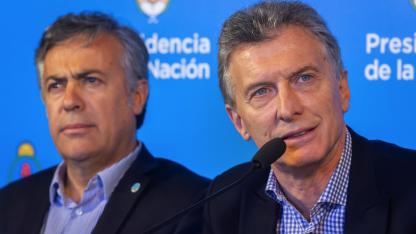 La decisión de desdoblar había sido anticipada por Cornejo al presidente Macri el 11 de enero y confirmada el 2 de febrero, por teléfono.