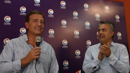 Rodolfo Suárez habla en el comité radical luego de ser presentado.