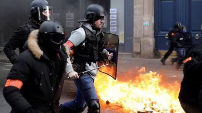Violencia. Pese a que no hubo una multitud, la marcha de ayer derivó en serios incidentes.
