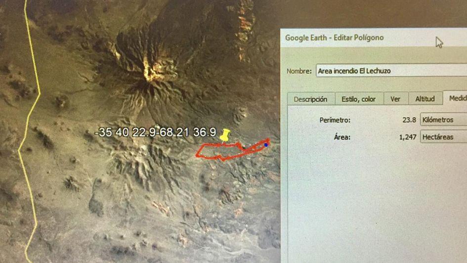 Combaten un enorme incendio en el cerro Nevado de San Rafael