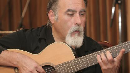 Juanjo Domínguez recorrió el mundo con su guitarra y tuvo su propio sello musical.