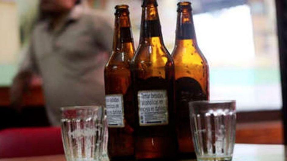 Murieron 116 personas por tomar alcohol adulterado en la India