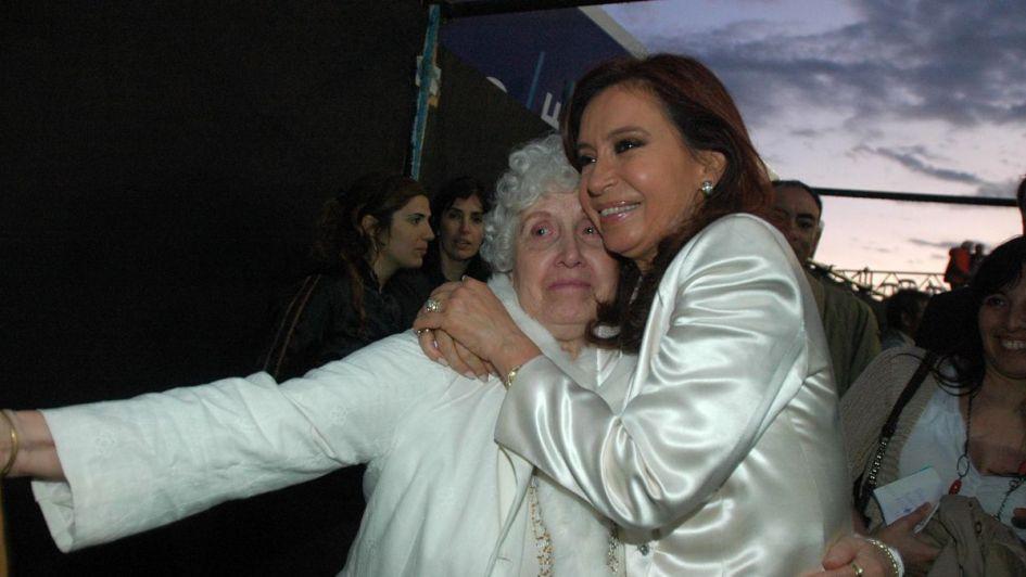 Cristina visitó a su madre, internada en un hospital privado de La Plata