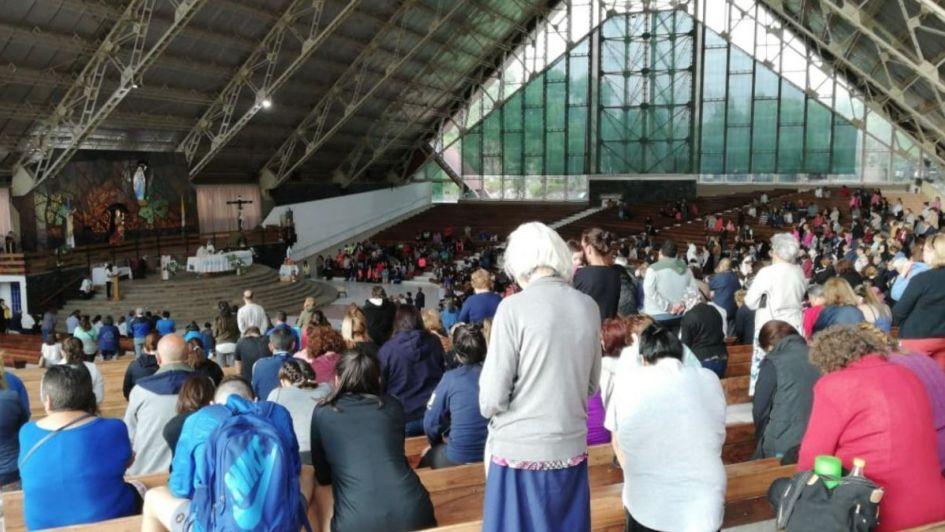 Miles de fieles en El Challao por el día de la Virgen: el cronograma y cortes de tránsito