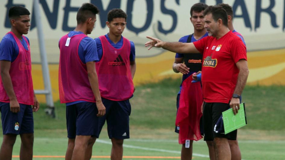 Atención Tomba: Claudio Vivas fue presentado como nuevo entrenador del Sporting Cristal