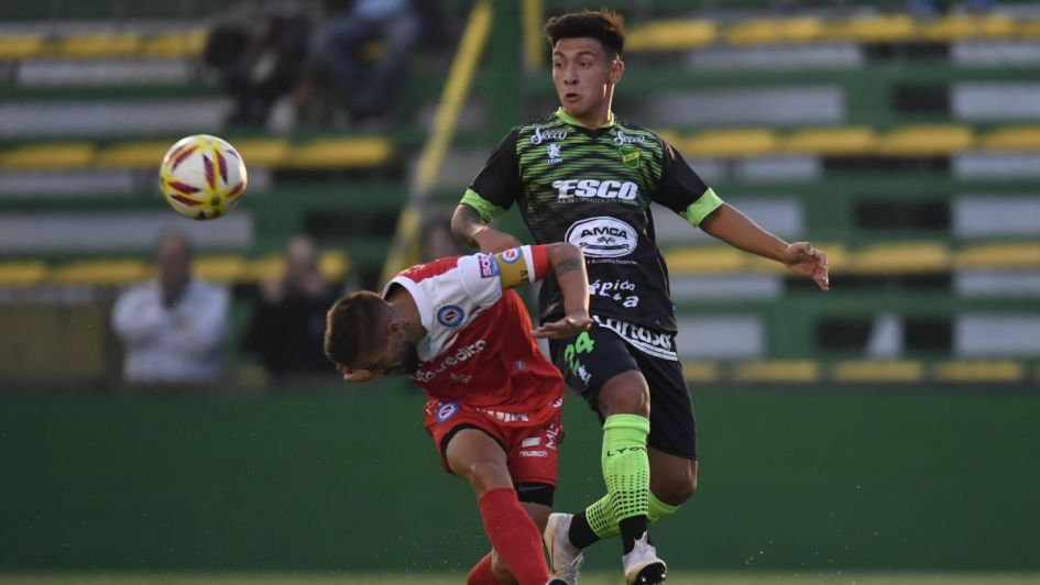 Defensa y Justicia sueña y cree: le ganó a Argentinos y es puntero de la Superliga