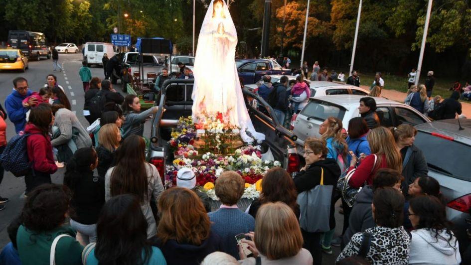 Miles de mendocinos peregrinaron hacia El Challao en el día de la Virgen de Lourdes