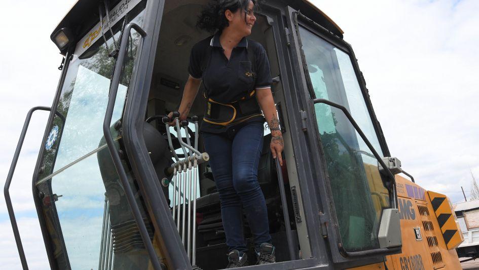 Natalia será la primera maquinista mujer de Vialidad Provincial