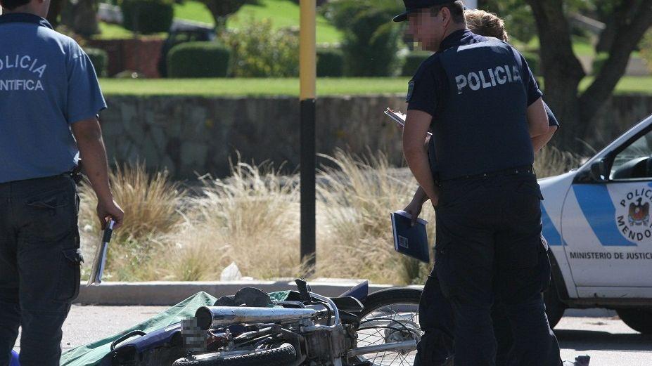 Rivadavia: un motociclista está grave tras chocar con un auto