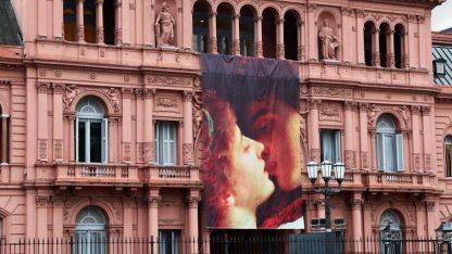 El frente de la Casa Rosada en el Día de los Enamorados