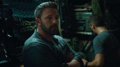 Ben Affleck en su tanque de súper acción para Netflix.