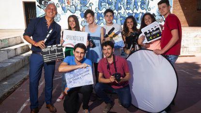 Profesores y alumnos antes de iniciar el cortometraje.