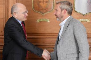 Rogelio Frigerio con un enviado del Fondo.