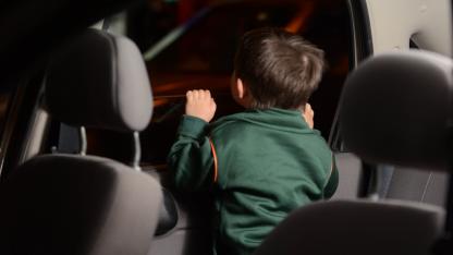 En riesgo. Los cuerpos de los niños encerrados se calientan 5 veces más rápido que los de un adulto.