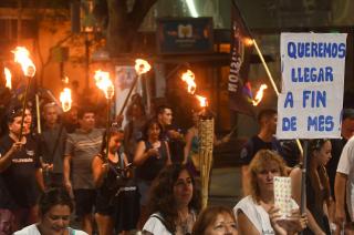 Marcha de las antorchas. La protesta contra los tarifazos y la crisis fue impulsada desde la oposición en todo el país.