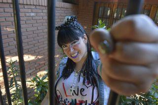 Wachiturra. María Fernanda D'antonio tiene 26 años vive con sus padres en San José y su novio le trae neologismos desde la cancha.