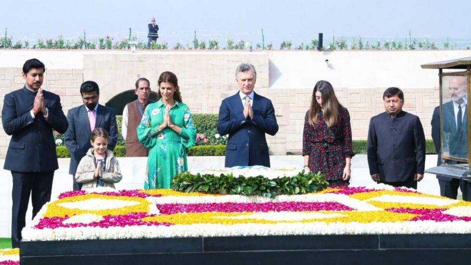 Macri y su comitiva llegaron a la India y le rindieron homenaje a Gandhi