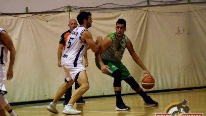 Agustín Paparini volvió con todo tras su lesión. Aportó 16 puntos y fue uno de los destacados.