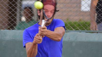 Contundente. El campeón reinante, Facundo Juárez expuso un juego sólido frente a Capalbo.