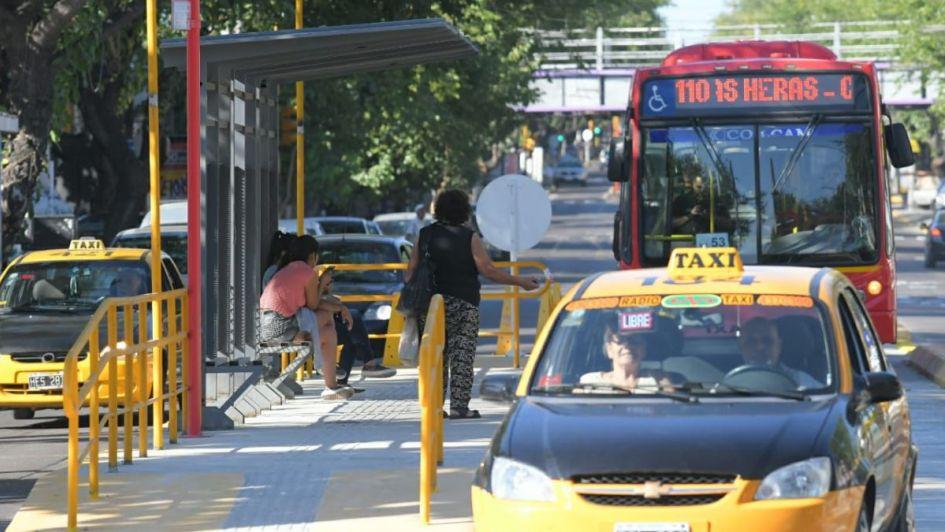 Metrobus: los taxis pueden circular por los carriles exclusivos únicamente con pasajeros