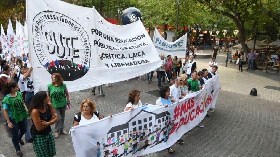 El SUTE se manifestó por las calles del centro junto a otros gremios