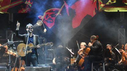 Maridaje. El artista rionegrino agradeció la invitación a participar con los destacados músicos de la orquesta.