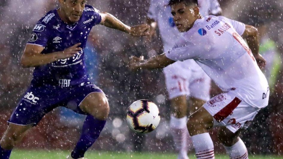Cruzeiro celebra en terreno de Huracán