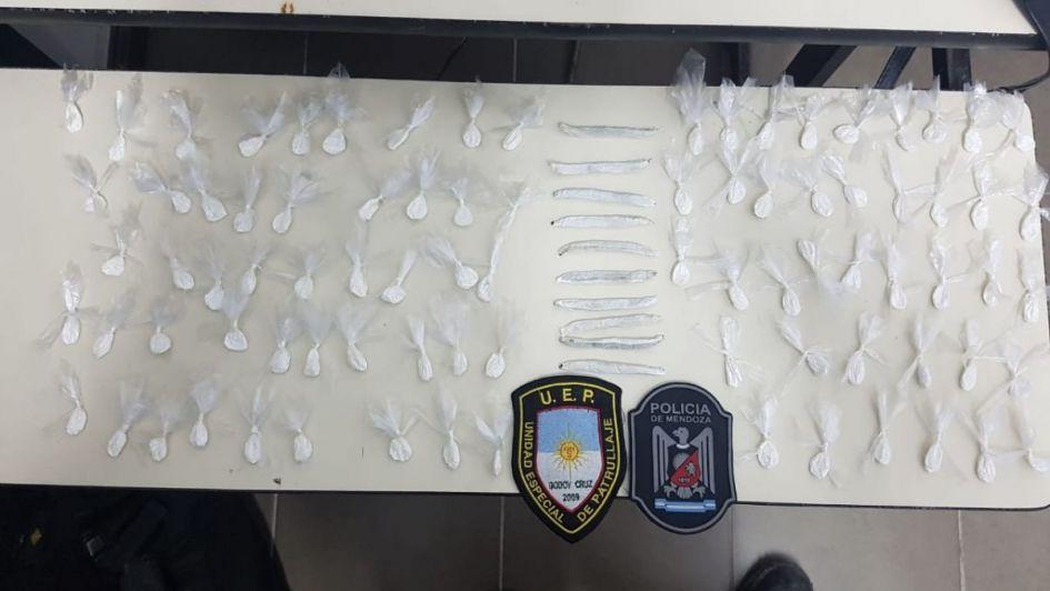Cayeron dos narco-deliveries con casi 100 nudos de cocaína en Godoy Cruz