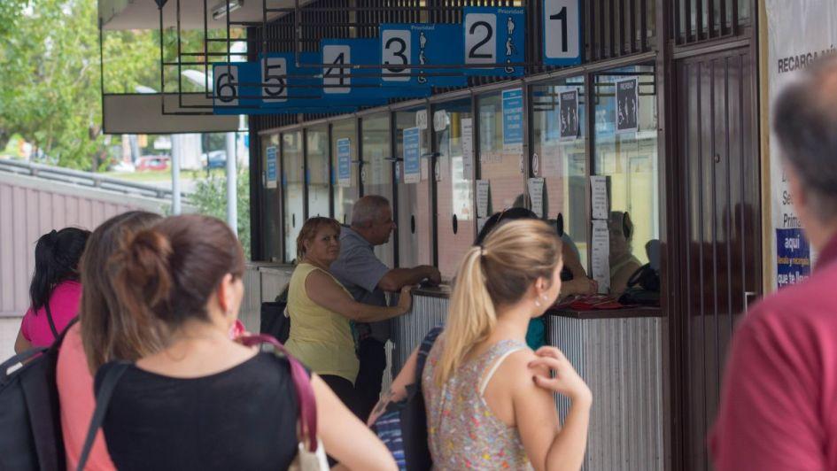 Reclamo por las largas colas para sacar el abono en la terminal de ómnibus