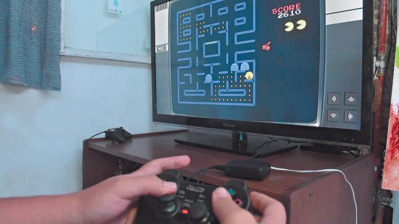 Retrobox: la curiosa consola de videojuegos retro que se inventó en Mendoza
