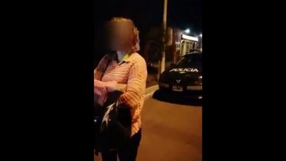 Video: una mujer increpó y amenazó a policías mendocinos por hacer una multa
