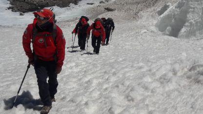 Intrépidos. Los miembros de la patrulla arriesgan sus vidas para asistir a otros escaladores.
