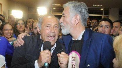 El Senador Adolfo Rodríguez Saá y su hermano el gobernador Alberto, celebran.