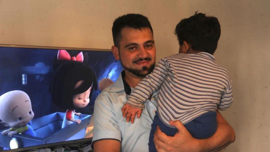Adoptó a un bebé abandonado — Enfermero amor