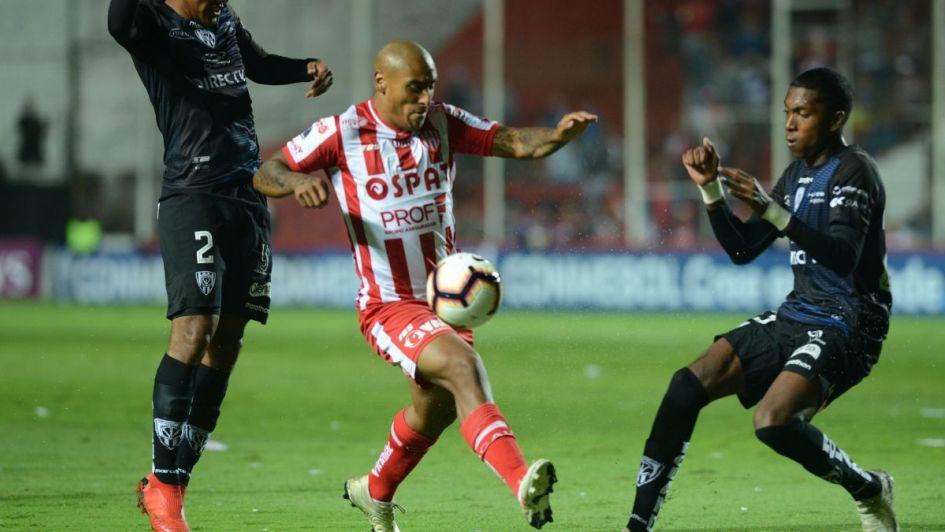 Unión hace historia en su debut internacional
