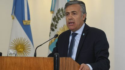 Cornejo hizo el anuncio a las 21, para los noticieros de TV de la provincia.