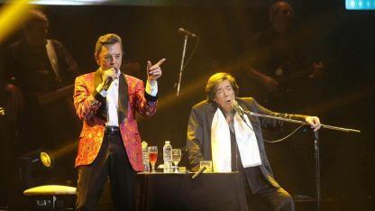 Palito Ortega y Cacho Castaña cantaron en honor a Sergio Denis