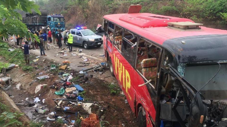 Un choque mortal de dos autobuses en Ghana