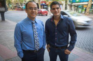 Negman Alvarado es neurólogo y Lenin Sánchez se especializó en cirugía y ginecobstetricia. Están esperando validar su título para ejercer.