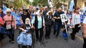 Madres, abuelas y familiares de desaparecidos encabezaron la manifestación por la memoria.