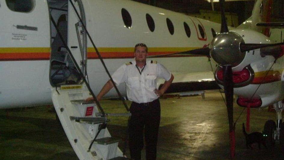 Piloto pelea con su esposa, intenta matarla y muere él