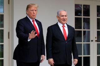 Firma. Donald Trump junto a Benjamin Netanyahu.