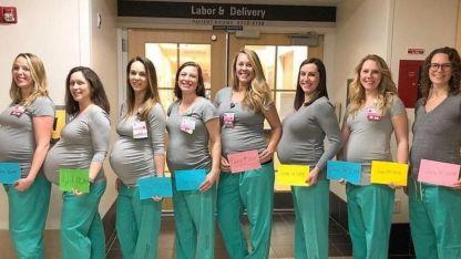 Ocho de las nueve enfermeras embarazadas a la vez.