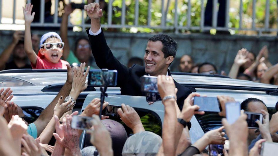 """Venezuela: el chavismo """"bloquea"""" a Guaidó"""