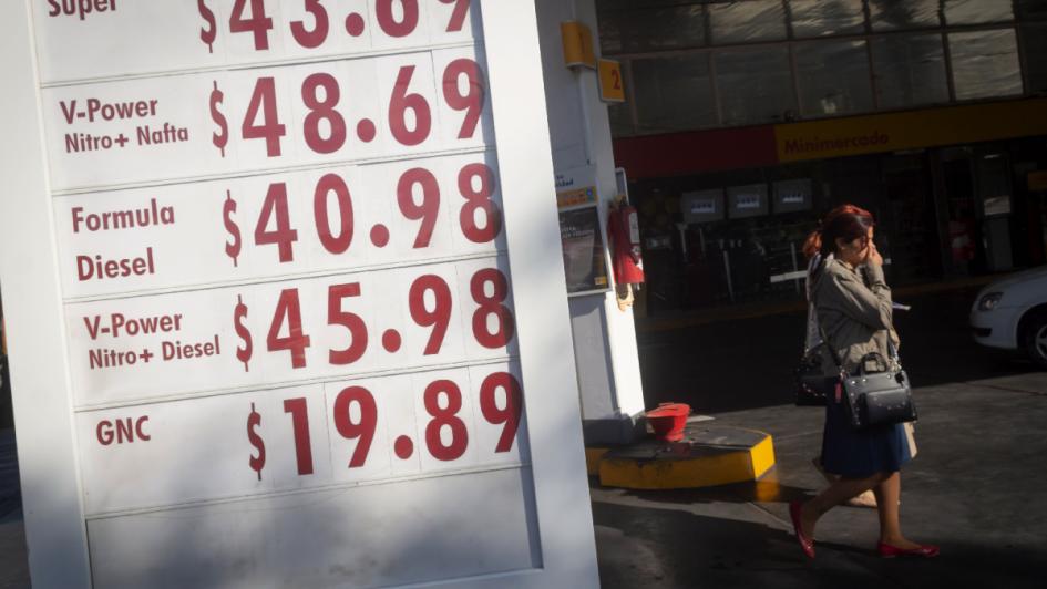 Shell anunció que bajará la nafta esta medianoche — Marcha atrás