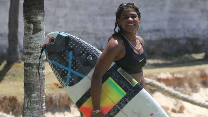 Un rayo mató a la actual campeona de surf de Brasil cuando se entrenaba en el mar